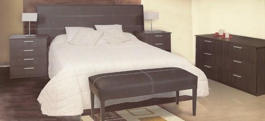 descripcin dormitorio moderno con respaldo pespunteado y butaca pie de cama en juego n